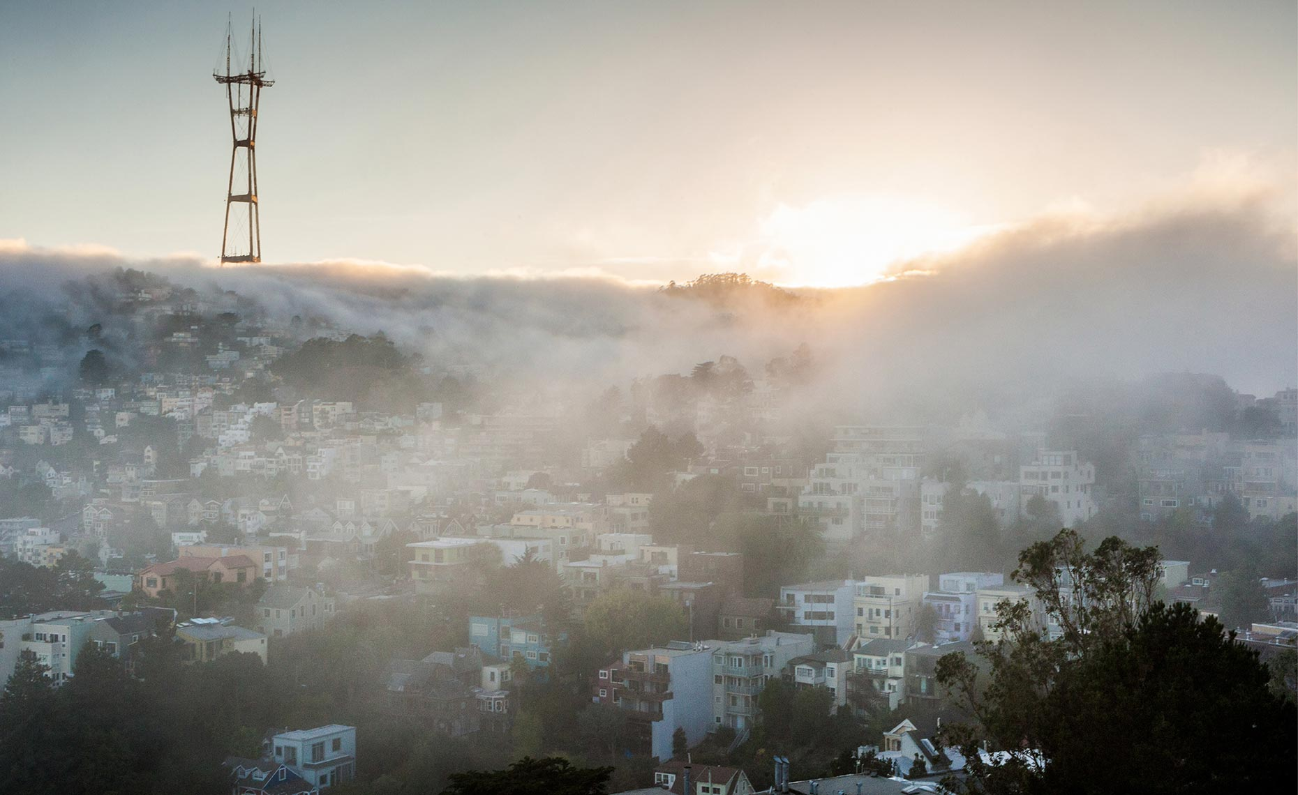 21_San_Franciso_Radio_Tower_Fog_California_Environment_Landscape_Chris_Wellhausen_Photography.JPG
